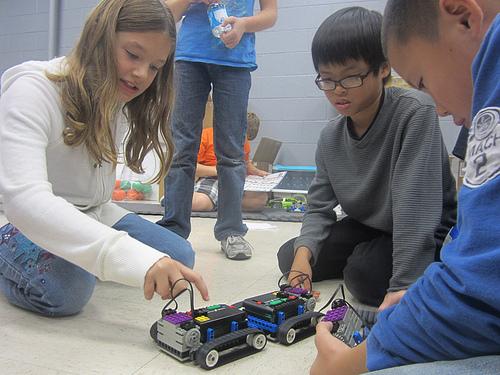 kidsWithRobots